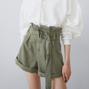 Zara NWT khaki paper bag shorts size medium